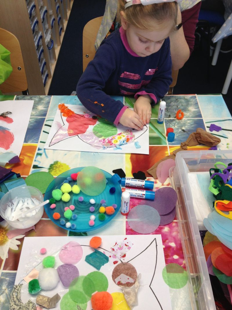 Bring your 4-6 year olds to try out lots of crafts and bring home their crafty makes.